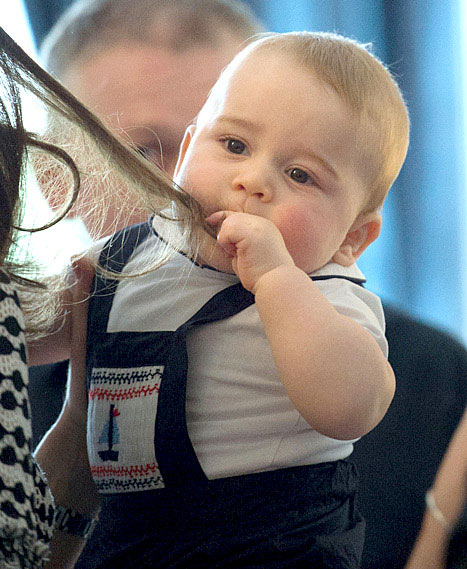 Knowing his mother's strength lies in her shiny mane, Prince George chews on it to usurp her power -- AND IT WORKS